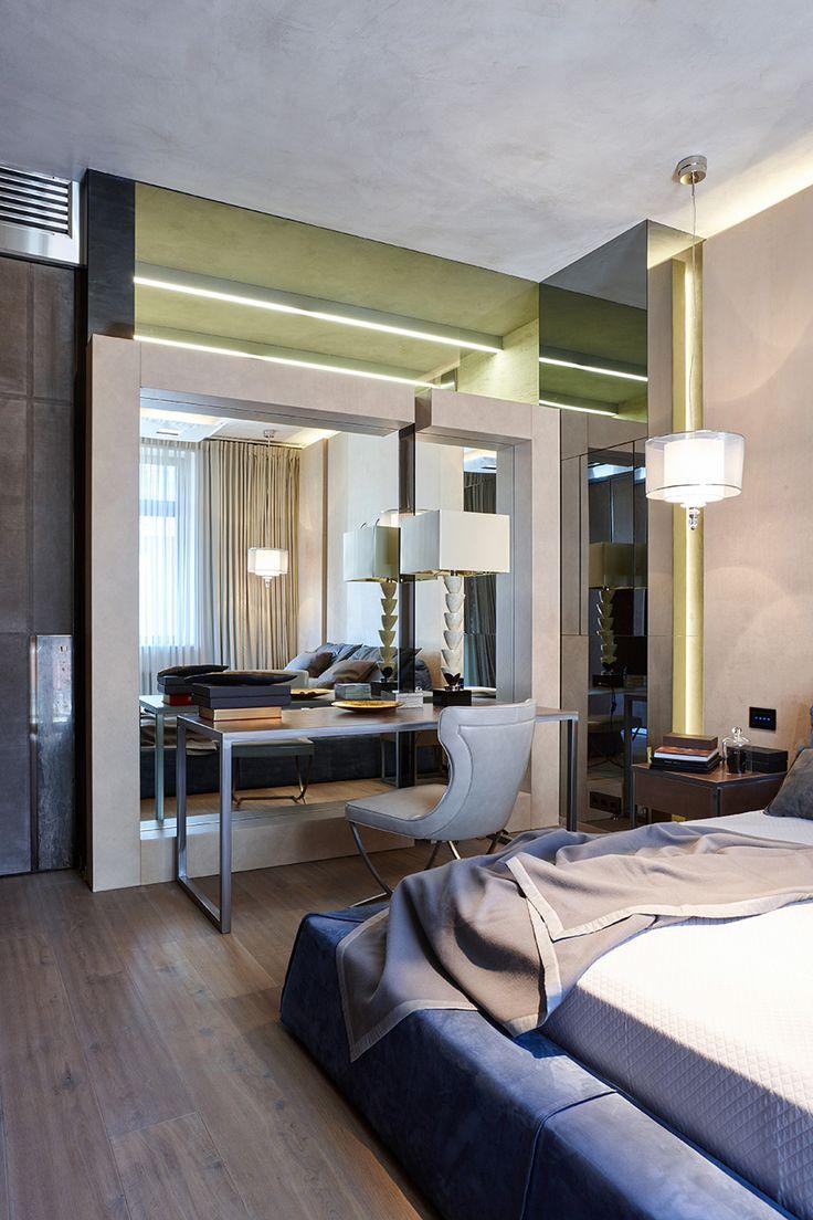 Спальня. Мебель Baxter. Дверь Longhi. Короб облицован графитовыми зеркалами. Над зеркалом графитовое стекло в главный санузел, чтобы проникал естественный свет. Потолок в декоративной штукатурке имитирующей бетон.
