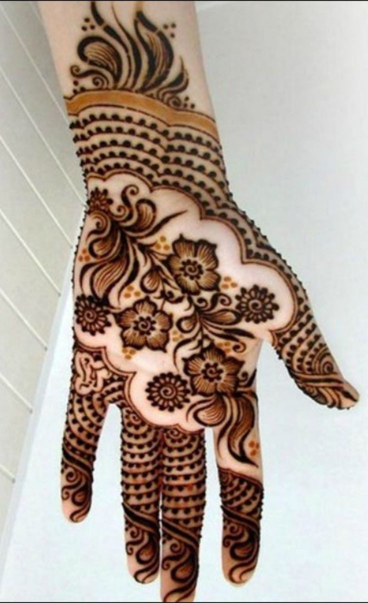 Shaded mehndi designs look absolutely beautiful and add a touch of glamour and elegance! Let's take a look at some of the most beautiful shaded mehndi designs that you could try.