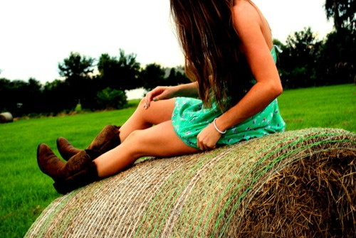 country lovePictures Ideas, Senior Pictures, Cowboy Boots, Country Girls, Country Music, Green Dress, Senior Pics, Country Life, Hay Bale