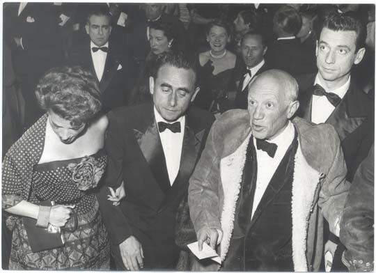 Pablo Picasso con Ives Montand a Cannes, aprile 1953