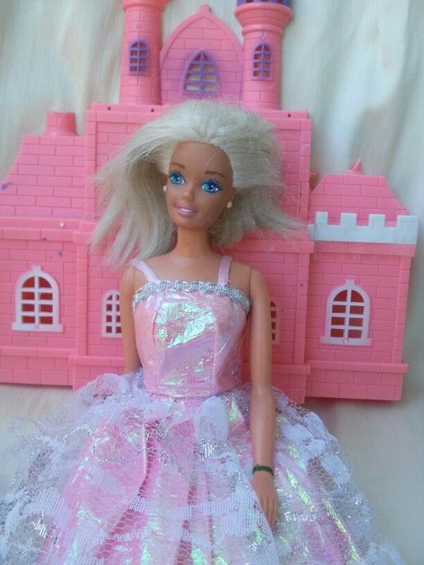 RongyLeonóra különös kalandja Barbie-val