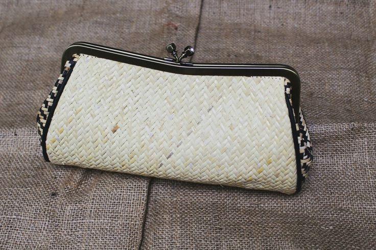 Whatsapp +6281310037425 #gift #wonderfulindonesia #purseframe #clutch #ethnic #kalimantan #indonesia #handbags #rotan #tasrotan #decoupage #rattan #borneo #dayak #tas  #beg #handbags #tasrotanpolos #fashion #budaya #rattan #rattanhandbags #taskulit #souvenir #travels #custombags #totebags