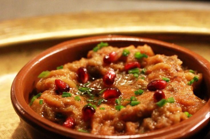 Op De Hippe Vegetariër deelt restaurant Nomads speciaal hun Libanese recept voor vegetarische Muhammara.