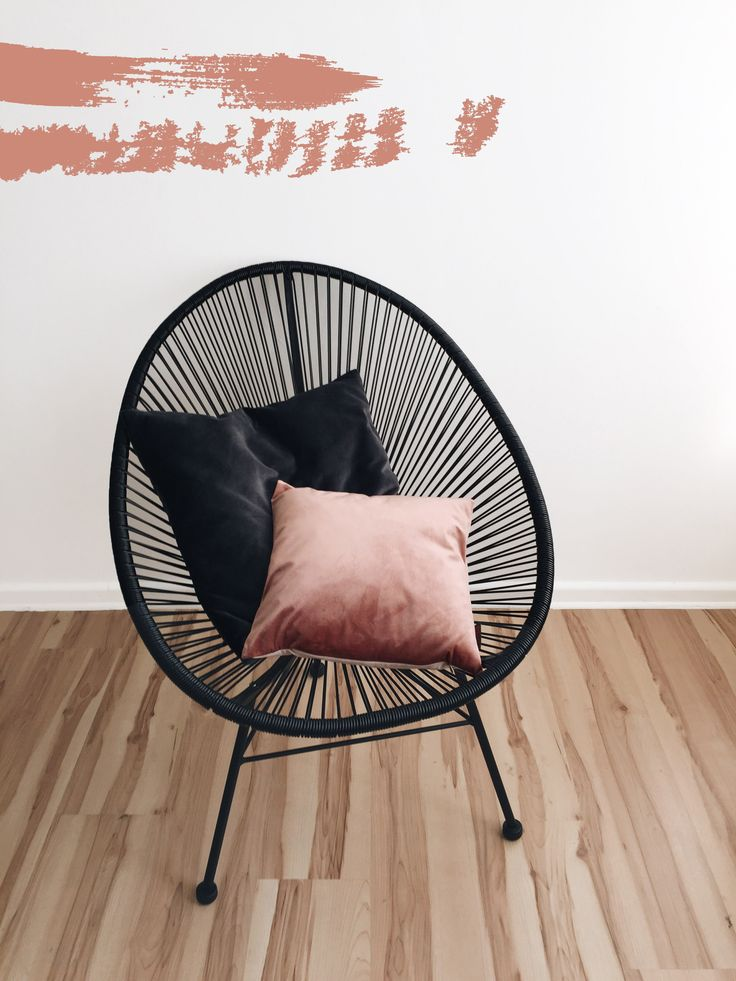 Der schöne Acapulco Chair mit Samt-Kissen | #connox #velvet #interior