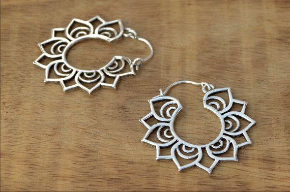 Pendientes loto tribal, Tribal pendientes de plata, pendientes de flor de loto, Silver aro pendientes, aros Tribal, gitano pendientes, India