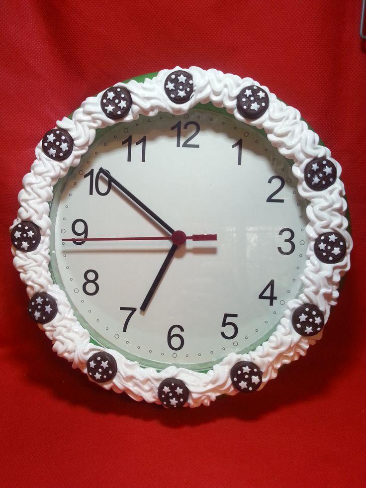 Orologio da parete con decorazioni in pasta polimerica