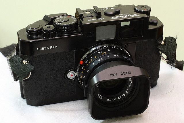 Voigtlander Bessa R2M with Leica 28mm f2.8 ASPH Elmarit-M 6-bit Black