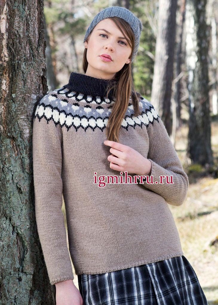 Бежевый шерстяной свитер с круглой жаккардовой кокеткой, от финских дизайнеров. Вязание спицами