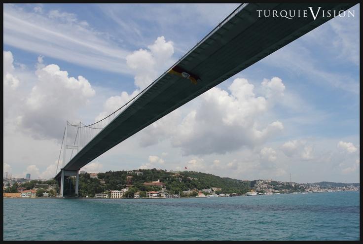 Le pont suspendu sur le Bosphore.