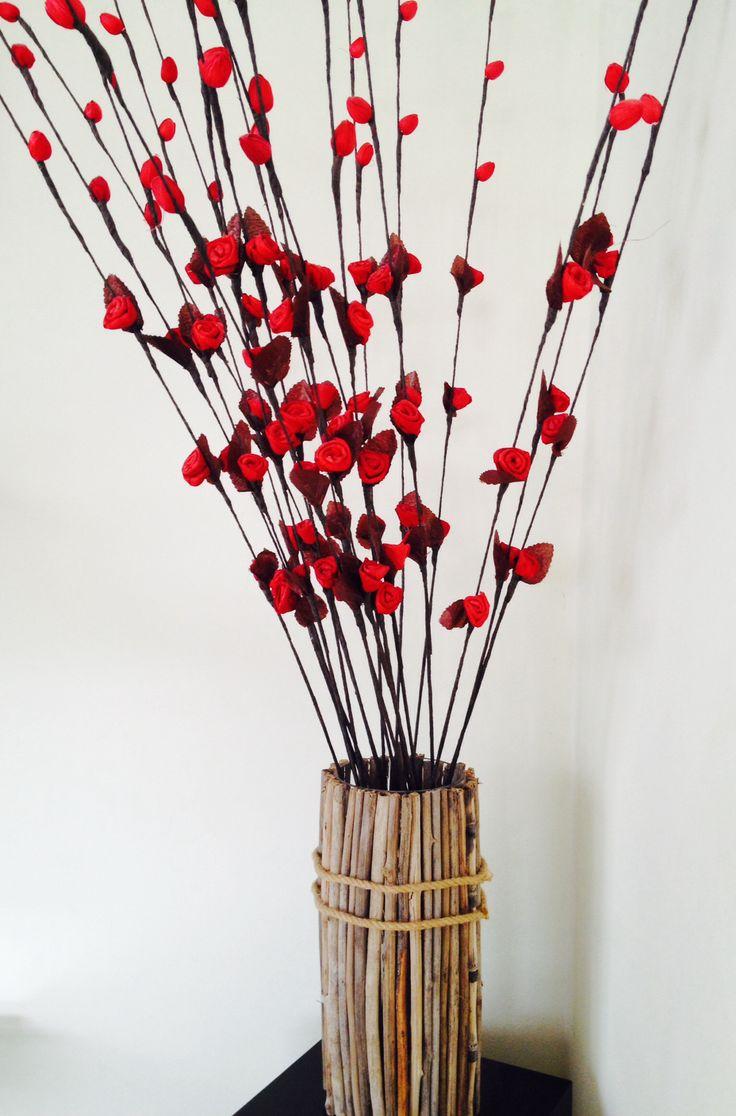 Los mismos palitos dando vida a un florero