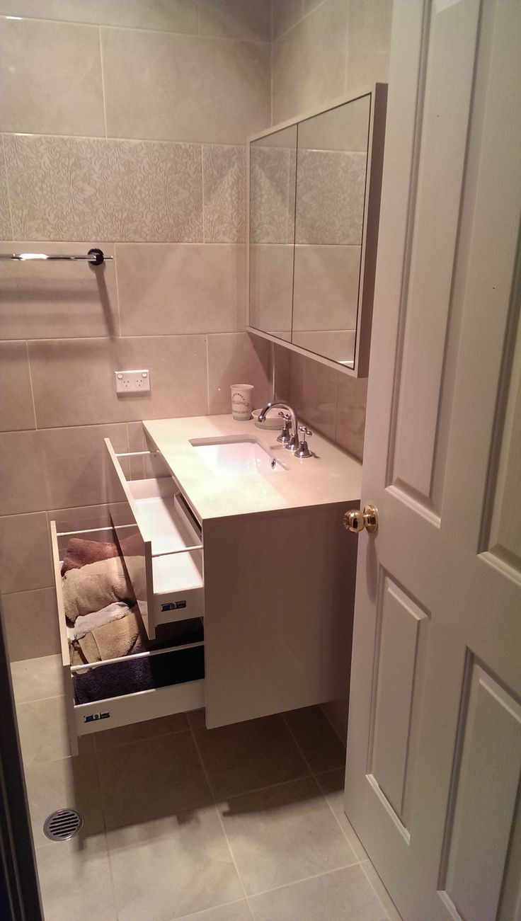 Best Undermount Bathroom Sink Design Ideas Remodel: Ensuite Bathroom With A Beautiful Wall Hung Vanity That