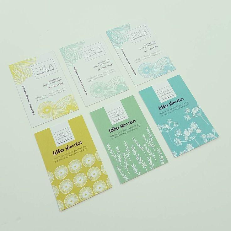 Vers van de pers visitekaartjes in een vrolijke serie voor mijn klant Trea Schoonderwoerd. Binnenkort een video op mijn blog met handige visitekaarttips #studioneeltjedesigns #patterndesign #personalbranding #ilovemyjob #businesscards