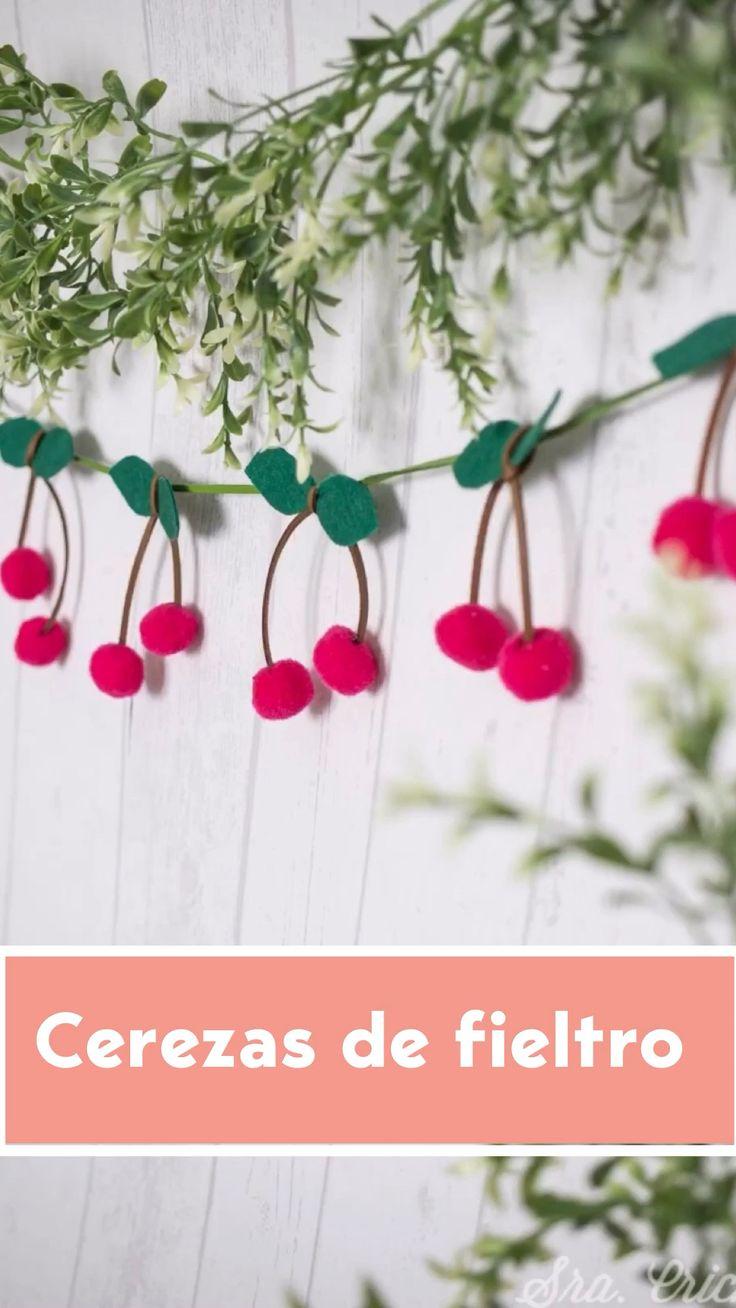 Candy Bouquet Diy, Diy Bouquet, Wreath Crafts, Diy Crafts, Hair Ornaments, Christmas Ornaments, Diy Garland, Garlands, Diy Y Manualidades