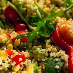 Kvinoa-linssisalaatti