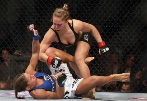 Partager : Ronda Rousey a remporté une médaille de bronze en judo aux Jeux olympiques de Pékin. Cette fan de Pokémon est aujourd'hui championne en titre des poids coqs de l'Ultimate Fighting ...