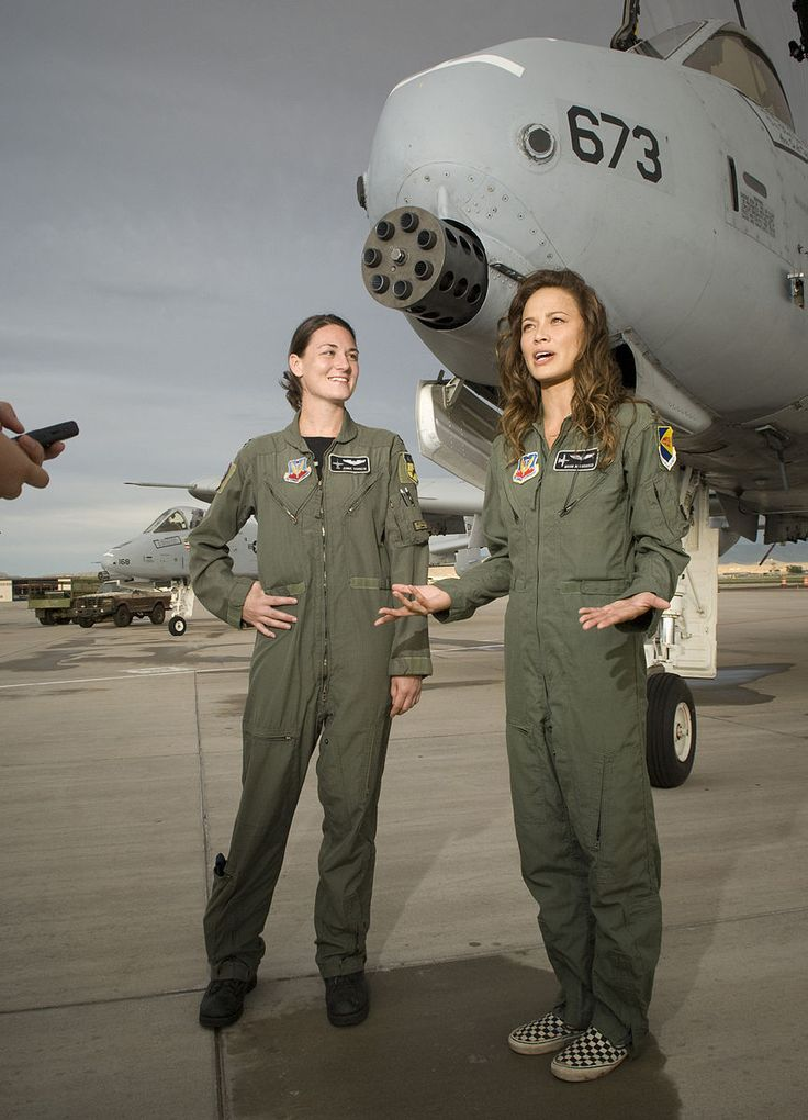 File:Moon Bloodgood at Kirtland AFB during filming of Terminator Salvation 2008-07-18.JPG