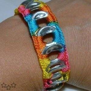 Pulsera multicolor con anillas