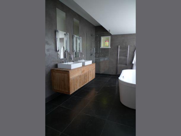 hout gecombineerd met antraciet grijze tegels Door Assie62