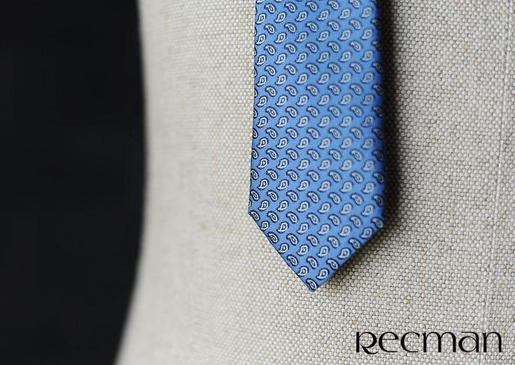 Krawat - obowiązkowy element męskiej garderoby. Nigdy nie wyjdzie z mody, gdyż mężczyzna w krawacie zawsze wygląda elegancko. Uzupełnij swoją szafę o kilka nowych, szytych ręcznie z dbałaością o każdy detal krawatów od Recman. http://bit.ly/Recman_Krawaty
