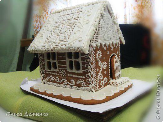 """Под рукой оказалось несколько фотографий из тех поделок, что мы делали еще на Рождество. И хоть за окном лето, жара, Троицу вчера отпраздновали, но мне, как новому жителю вашей замечательной Страны,хочется поделиться этими работами.  """"Солнцеворот""""- пряник формата А4:-)) По тесту - архангельская козуля, роспись сахарной глазурью. Розовая глазурь - сок малины.  фото 2"""