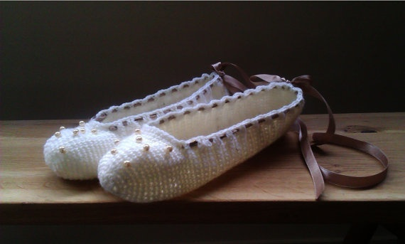 Elegant Cream Slippers for Women by WhiteBergamot on Etsy, €19.00