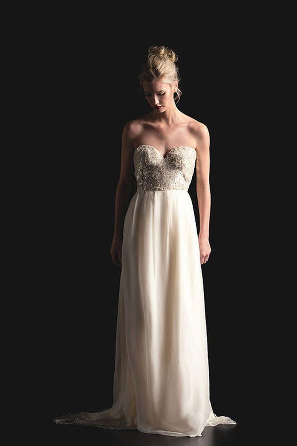 Une robe de mariée scintillante. Robe de mariée bustier à sequins, Sarah Seven, prix sur demande. + d'idées petits prix ici http://www.veuxtumebloguer.fr/robe-de-mariage/