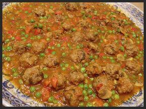 Dit recept heb ik van Tangia19 en maak ik regelmatig: gekruide gehaktballetjes in een saus van verse tomaat, paprika, champignons en doperw...
