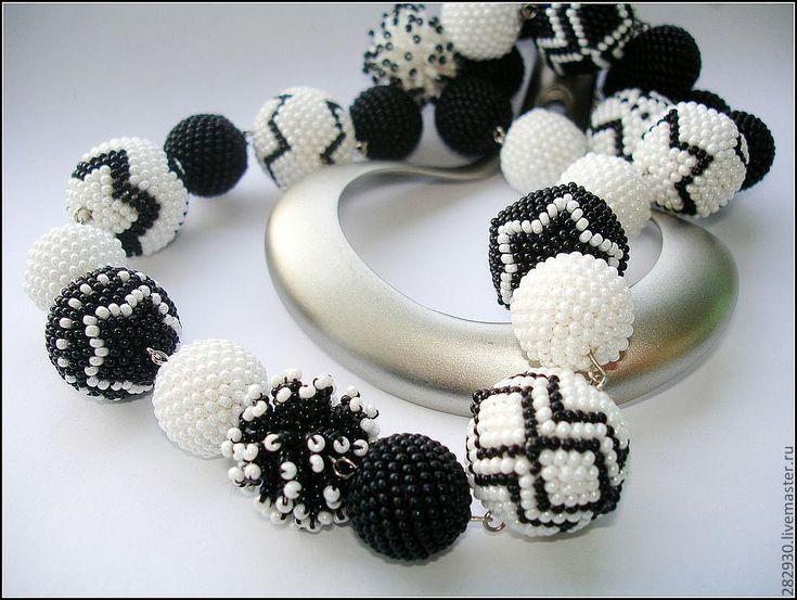 Купить Черно - белая классика - чёрно-белый, бусы, чешский бисер, оплетенные бусины