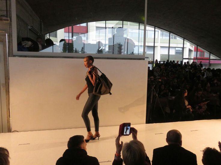 """Mis Wude à Genève pour le salon """"l'Afrique c'est chic"""" et c'est le sac en cuir ROAD MOVIE qui défile!"""