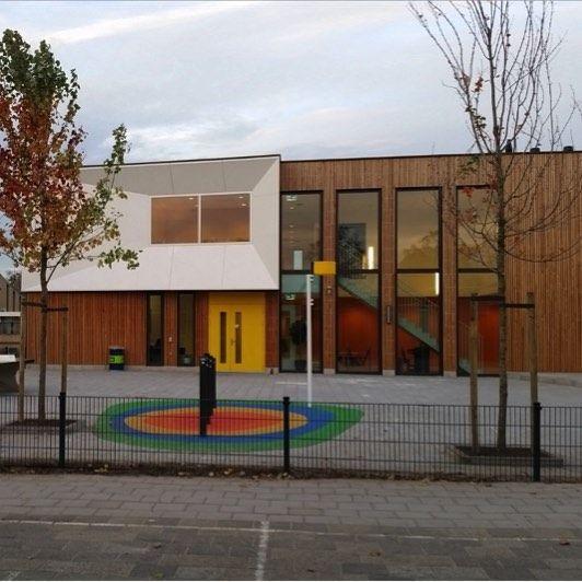 Prinses Beatrixschool  Op woensdag 2 december wordt de nieuwe Prinses Beatrixschool officieel geopend. Tussen 15.30-17.30 uur zijn belangstellenden van harte welkom bij het OPEN HUIS. Leerlingen leerkrachten en ouders zijn trots op hun nieuwe gebouw en willen het graag laten zien.  #rebonieuws #reeuwijk #bodegraven