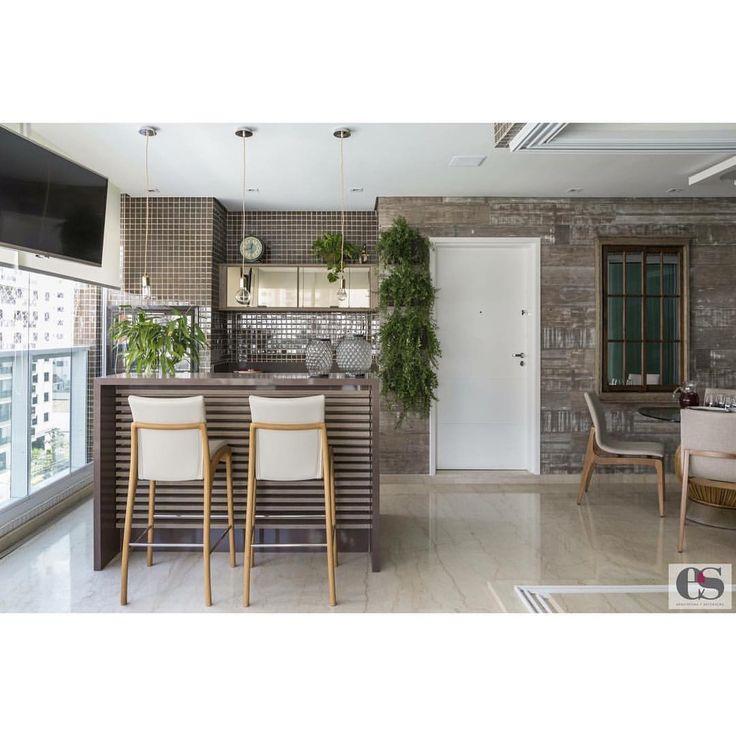 """42 curtidas, 4 comentários - Érica Salguero Arquitetura (@ericasalguero) no Instagram: """"Essa linda varanda foi projetada no estilo rústico, mas com um toque moderno para dar elegância e…"""""""
