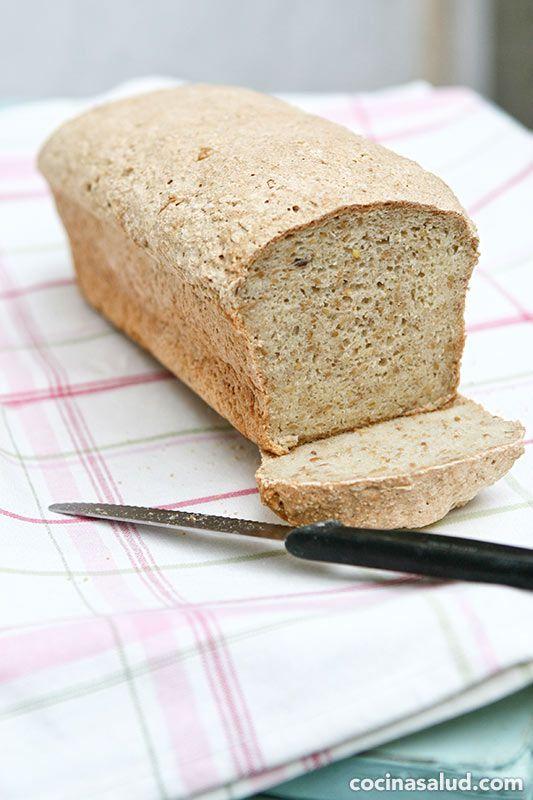 """Hacer pan sin gluten es un poco más complicado que hacer pan con gluten, ya que precisamente es el gluten el que hace """"subir"""" las masas. Aconsejo probar distintas recetas hasta que encuentres una que te gusta. Esta receta de pan sin gluten con semillas de lino (linaza) y amaranto [...] www.cocinasalud.com"""
