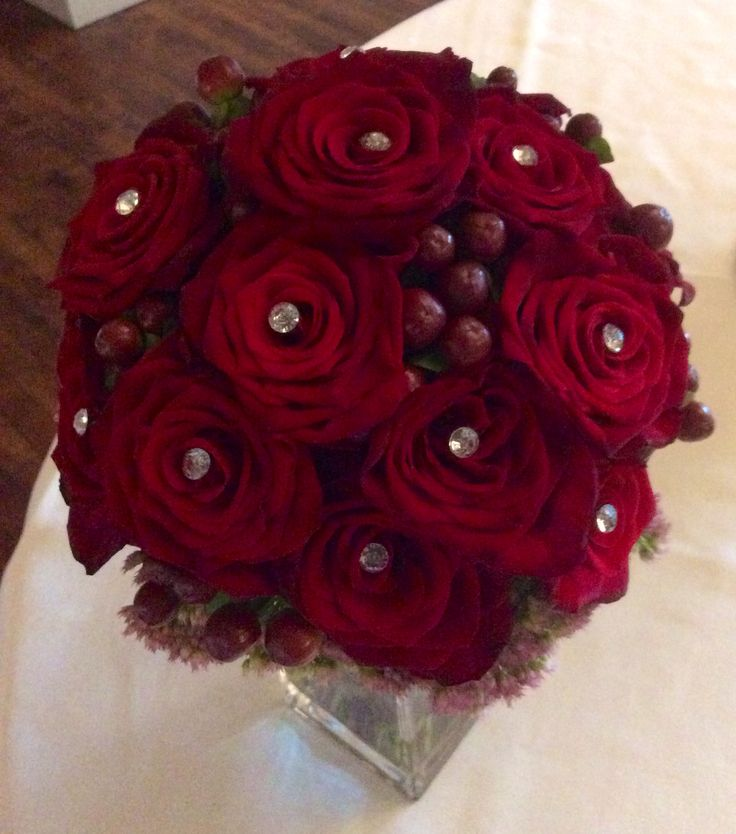 Red rose dimontes, touch of berries