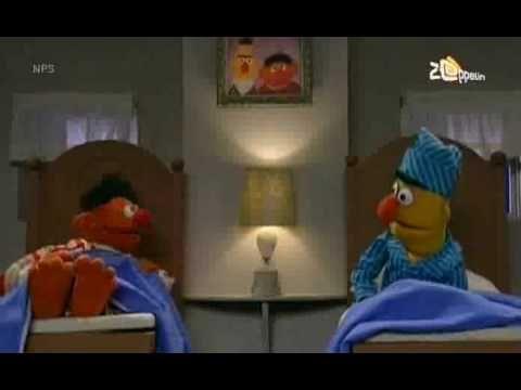 ▶ Bert & Ernie - Ernie zingt over zijn tenen - YouTube
