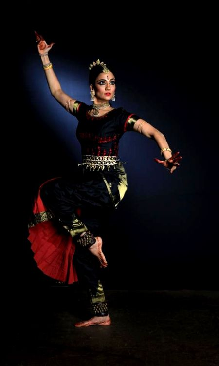 katakamukha: bahamabhava: katakamukha: Kuchipudi dancer Bharatanatyam* dancer Savitha Sastry. I could understand the mistake, her costum...