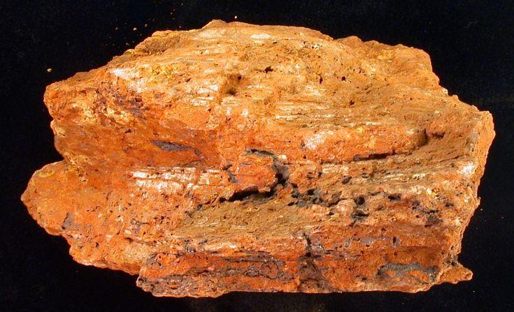 A példány az MTM Ásvány- és Kőzettárának nyersanyagminta-gyűjteményében található, lelőhelye Fria (Guinea) (fotó: Jánosi Melinda)