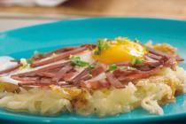 Τηγανητές πατάτες με αυγά και παστουρμά