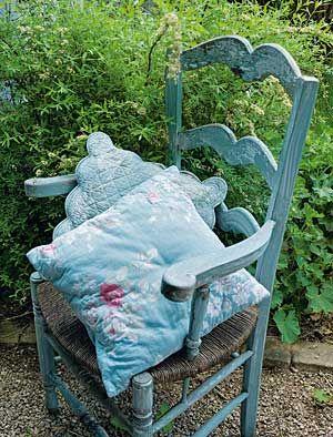 love this shabby chic garden chair