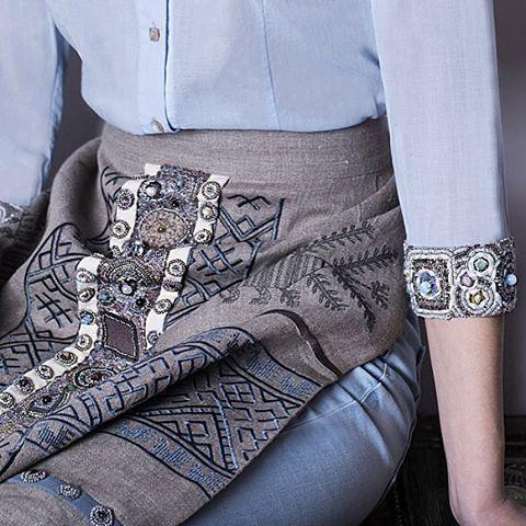 «Фартук #levadnajadetails  с джинсами и блузой