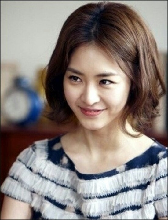 Lee, yeon-hee. Short hair.