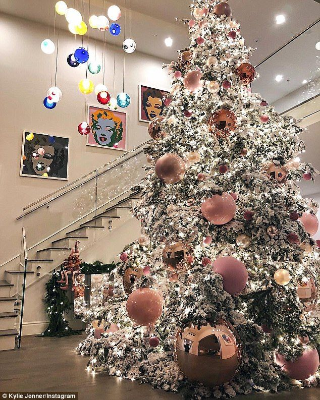 Kylie Jenner Shares Image Of Pink Themed Christmas Tree Rose Gold Christmas Decorations Rose Gold Christmas Pink Christmas Decorations