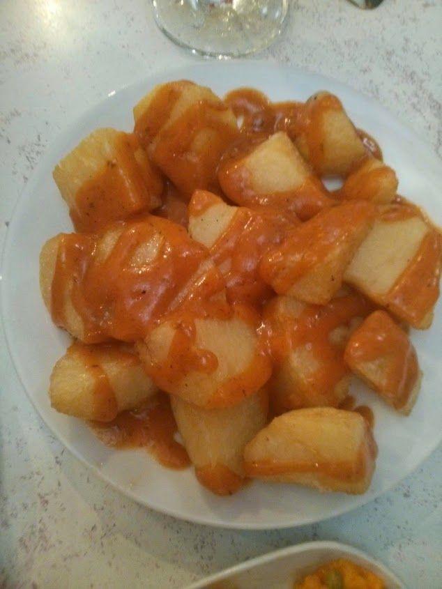 Patatas Bravas, un plato muy de Madrid pero que realmente se podrían preparar en cualquier sitio.