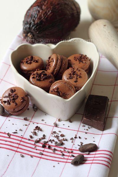 Macarons au chocolat - www.puregourmandise.com #macaroon