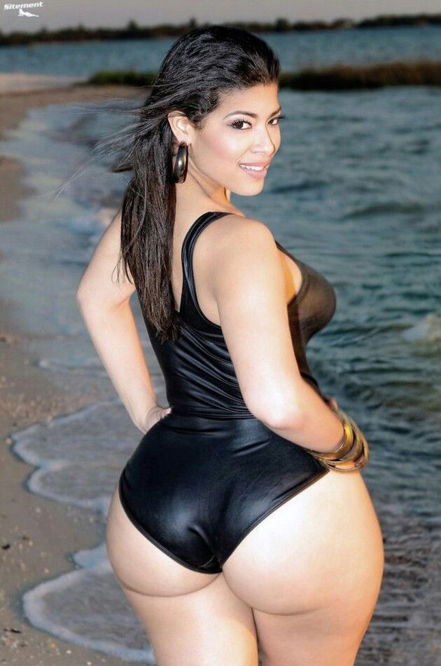 latina ass spread