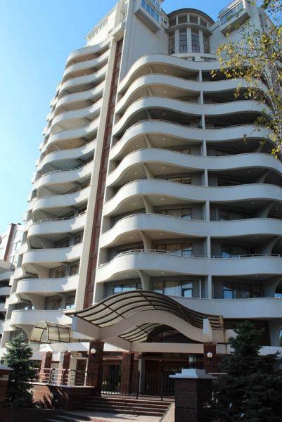 Вход ЖК Волна Сочи - Купить квартиру в Сочи