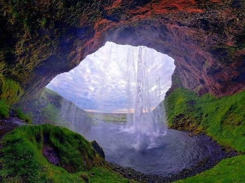 Amazing Things in the World  Seljalandsfoss, Iceland.