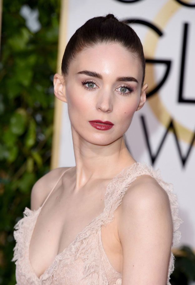 Rooney Mara at the Golden Globes 2016 | Best Celebrity Eyebrows Of 2016, check it out at http://makeuptutorials.com/best-celebrity-eyebrows-makeup-tutorials