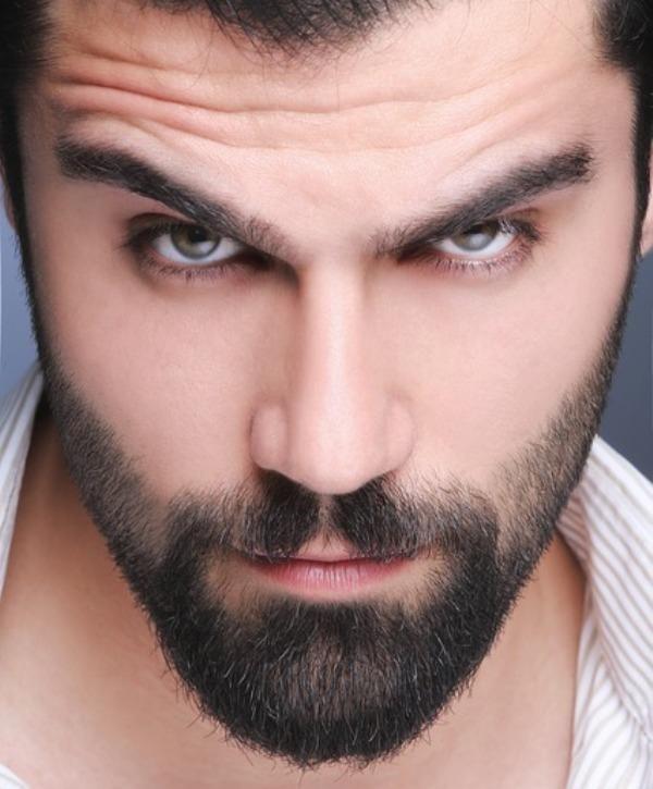 Comment faire de l'huile à barbe. Messieurs, si vous souhaitez qu'on vous fasse des bisous, soignez bien votre barbe. Pour cela, optez pour une bonne huile à barbe que vous pourriez fabriquer vous-même à la maison. Avec une lotion fai...