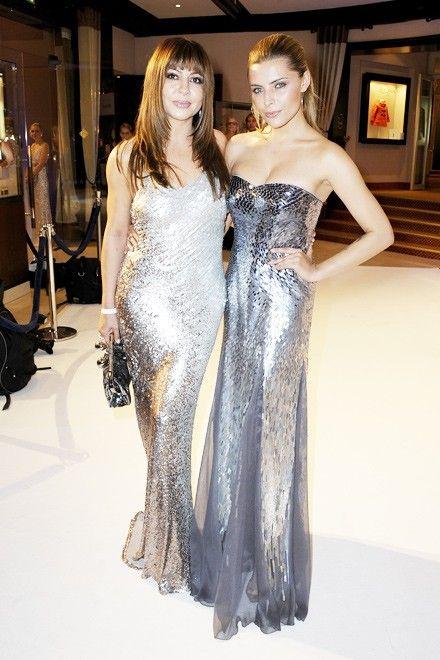 Manchmal gibt der Anlass die Farbe der Kleiderwahl vor: die 'Silverwhite Chrystal Night' 2012 zum Beispiel. In einem silberfarbenen Kleid schimmerte Simone Thomalla an diesem Abend mit ihrer Tochter, Schauspielerin Sophia Thomalla, um die Wette.