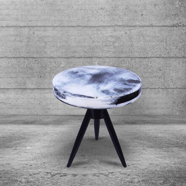 Meja Rocket - Meja samping roket terbuat dari resin akrilik dan kayu. Sebuah kombinasi yang sempurna ini menghasilkan gaya yang sangat classy dan stylish, pada tumpuan meja dipernis warna hitam. Gabungan gaya retro dan modern ini adalah bagian sederhana dalam keindahan. Tambahkan sesuatu yang berbeda, dengan penambahan Rocket table ini di tatanan rumah Anda yang menunjukkan bahwa Anda memiliki gaya yang sangat unik.